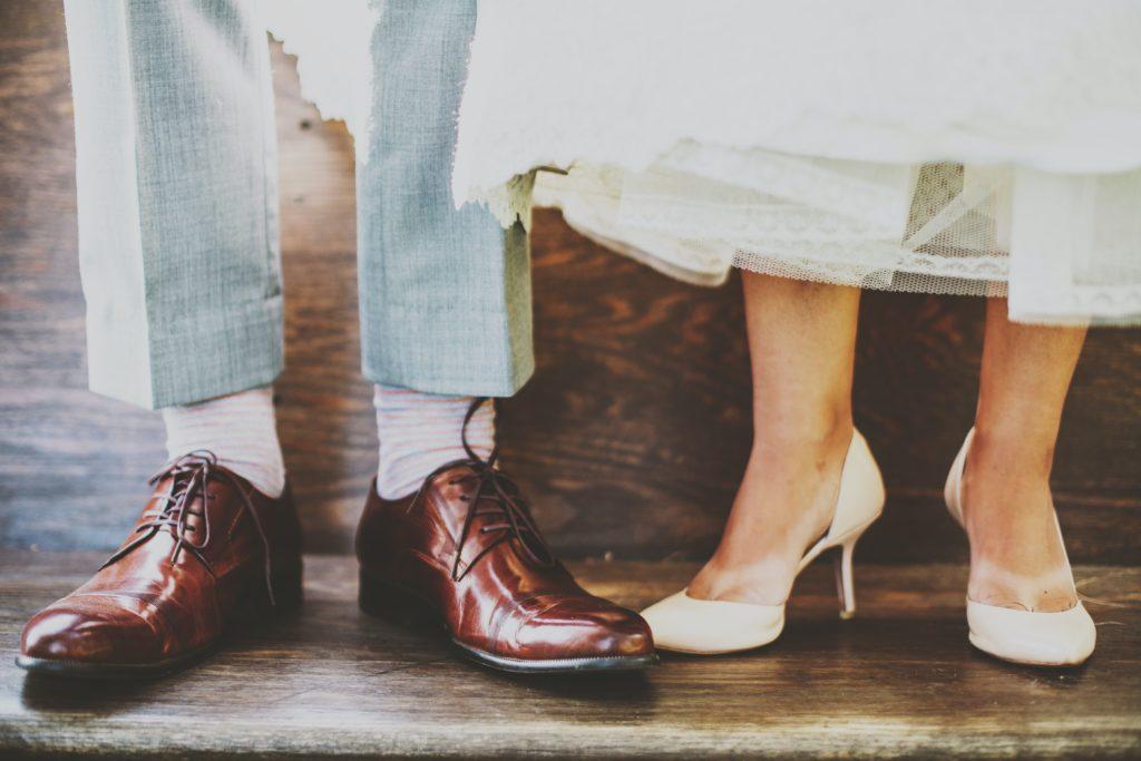 Photo des chaussures de mariés